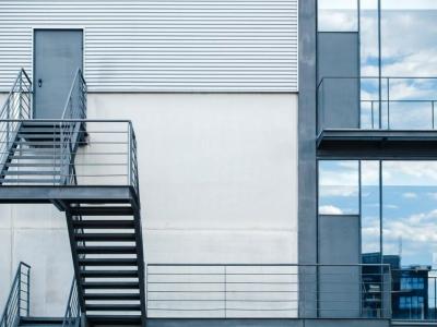проектирование эвакуационных лестниц общественных зданий